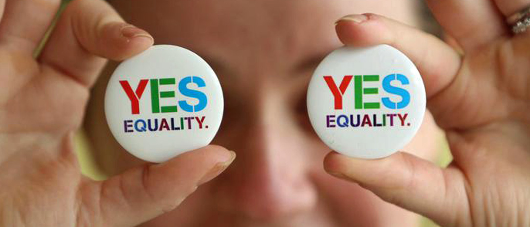 epa04761066 Angela McGlanaghey displays badges in favour of same sex marriage in Donegal town, Donegal, Ireland, 21 May 2015. Ireland goes to the polls tomorrow to vote on whether same-sex marriage should be legal, in a referendum that has exposed sharp divisions between communities in this traditionally Catholic country.  EPA/PAUL MCERLANE