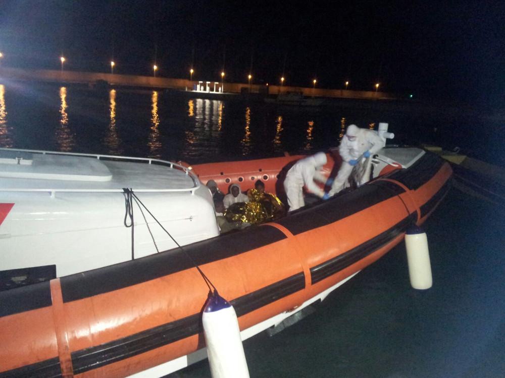 guardia costiera sbarco migranti Roccella Jonica