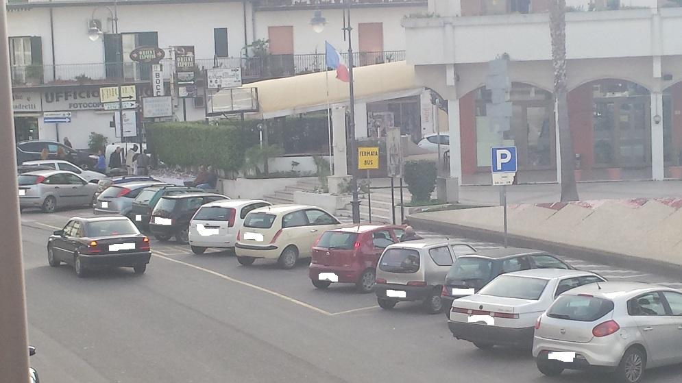 auto parcheggio bus piazza bottari caulonia traffico