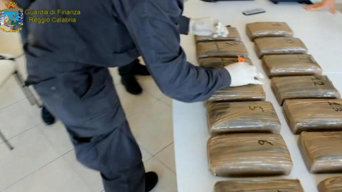 Droga: sequestrati 49 Kg di cocaina nel porto di Gioia Tauro