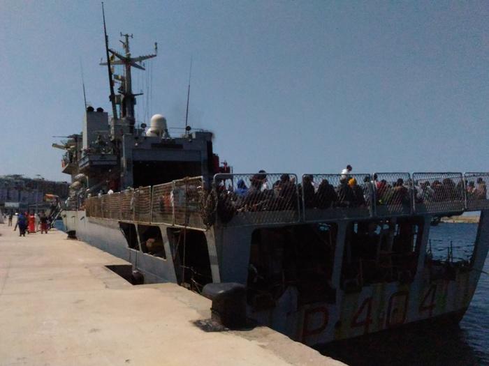 Migranti: arrivata a Reggio Calabria nave con 745