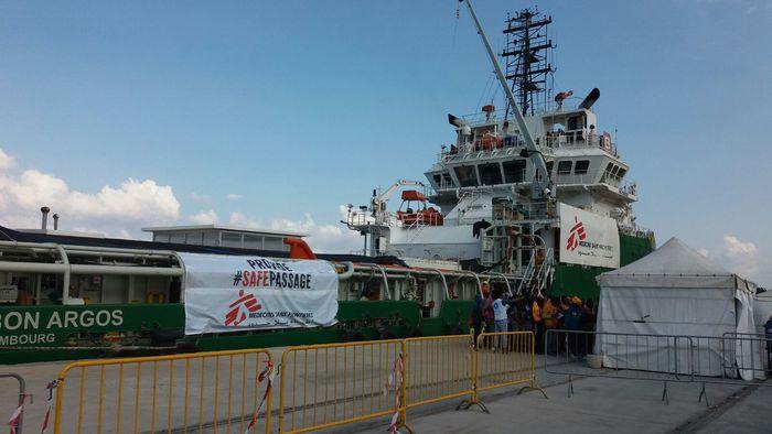 Migranti: Nave Borbon Argos nel Porto di Reggio Calabria