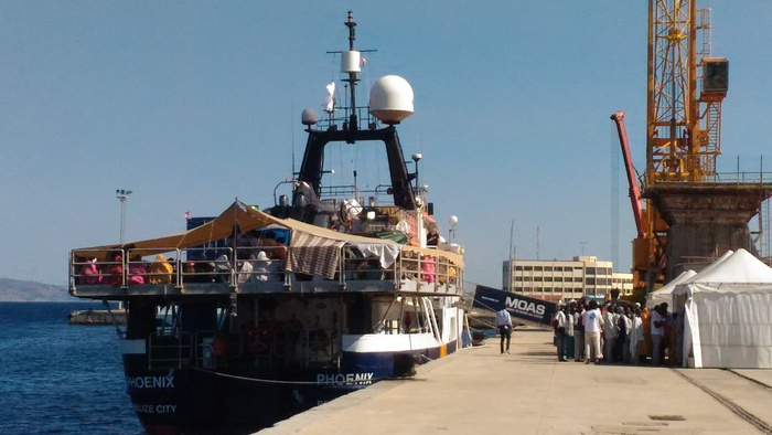 Migranti: nave Phoenix giunta nel Porto di Reggio Calabria