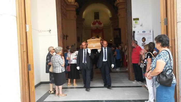 Anziana uccisa a Catanzaro: dolore e commozione a funerali