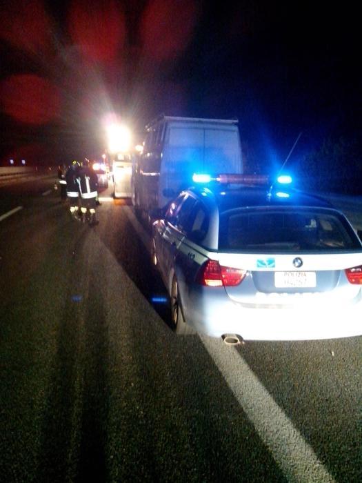 Incidenti stradali: travolti da un tir su A3, morti due immigrati