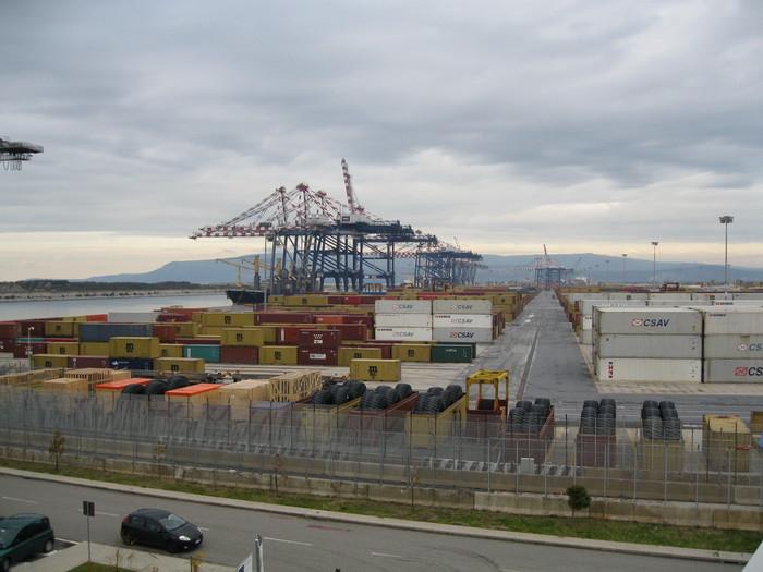 Porti: vedute dello scalo di Gioia Tauro