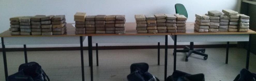 Guardia di Finanza di Reggio Calabria sequestra 230 kg di cocaina in porto Gioia Tauro traffico internazionale