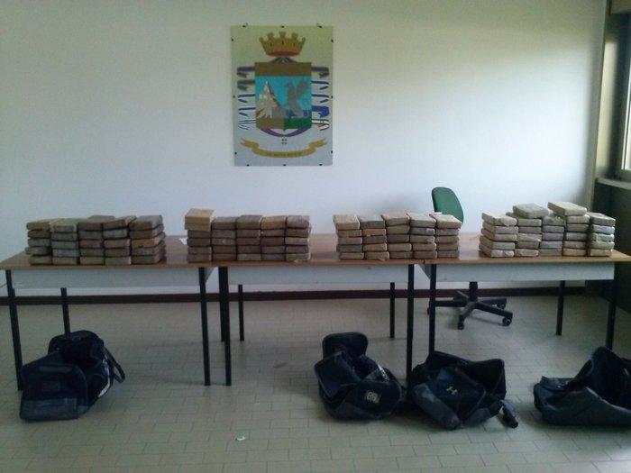 Guardia di Finanza di Reggio Calabria sequestra 230 kg di cocaina in porto Gioia Tauro