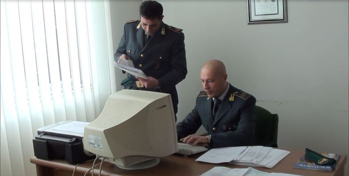 Guardia di finanza sequestra 300 mila euro a imprenditore indagato per estorsione