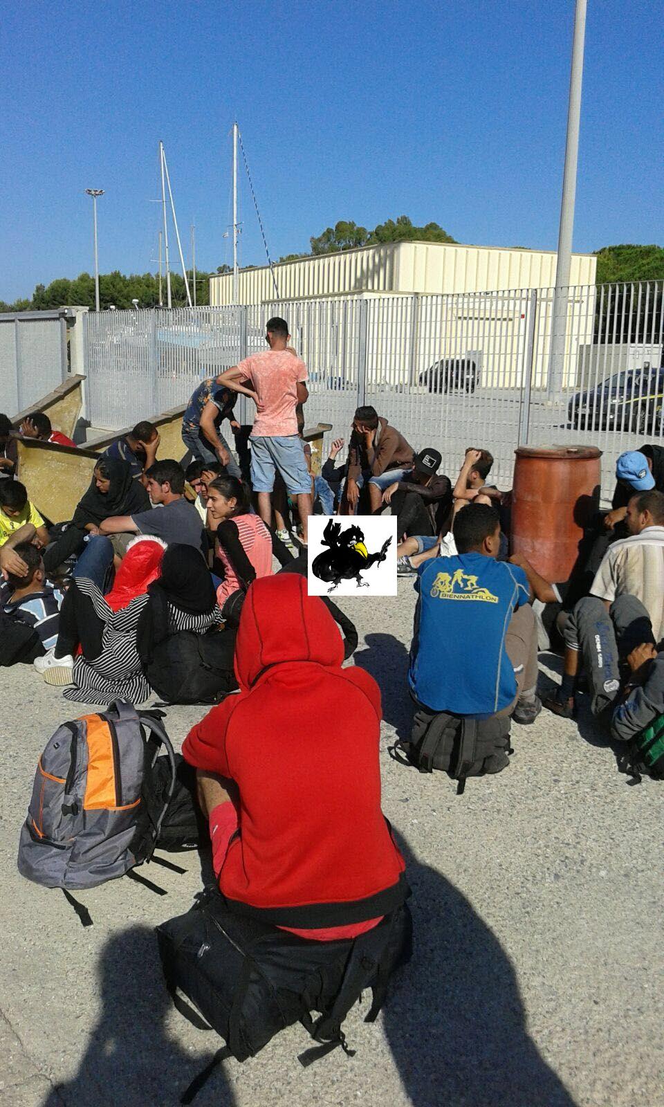 migranti sbarco roccella