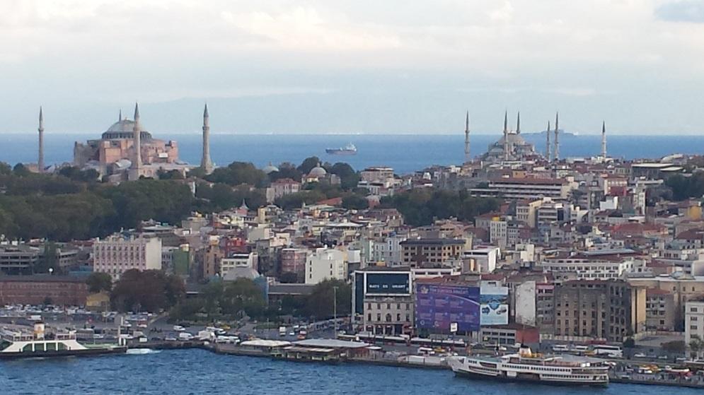 Reportage dalla turchia del direttore di ciavula ciavula - Il divano di istanbul ...