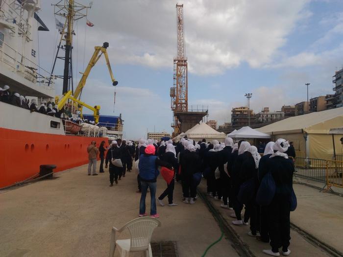 """Ph. ANSA Calabria. La nave """"Acquarius"""" di Medici Senza Frontiere attraccata nel porto di Reggio Calabria"""