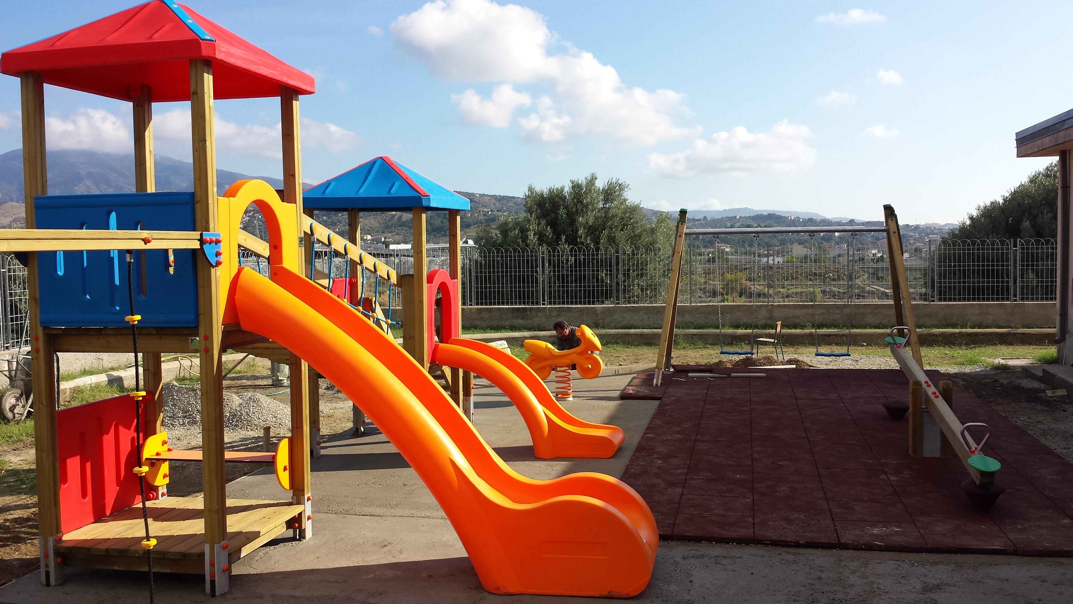 """Scuola """"Marcinà"""" - dettaglio parco giochi"""