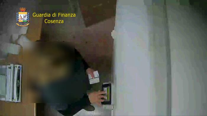 Assenteismo in Asp Cosenza, 12 indagati